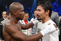 Pacquiao and Bradley mobbed by fans and media upon arrival