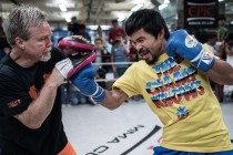 Pacquiao works mitts with Roach for media